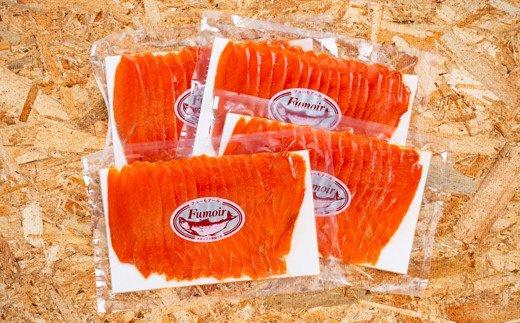 22-29 天然紅鮭無添加スモークサーモン半身(スライス4分割)