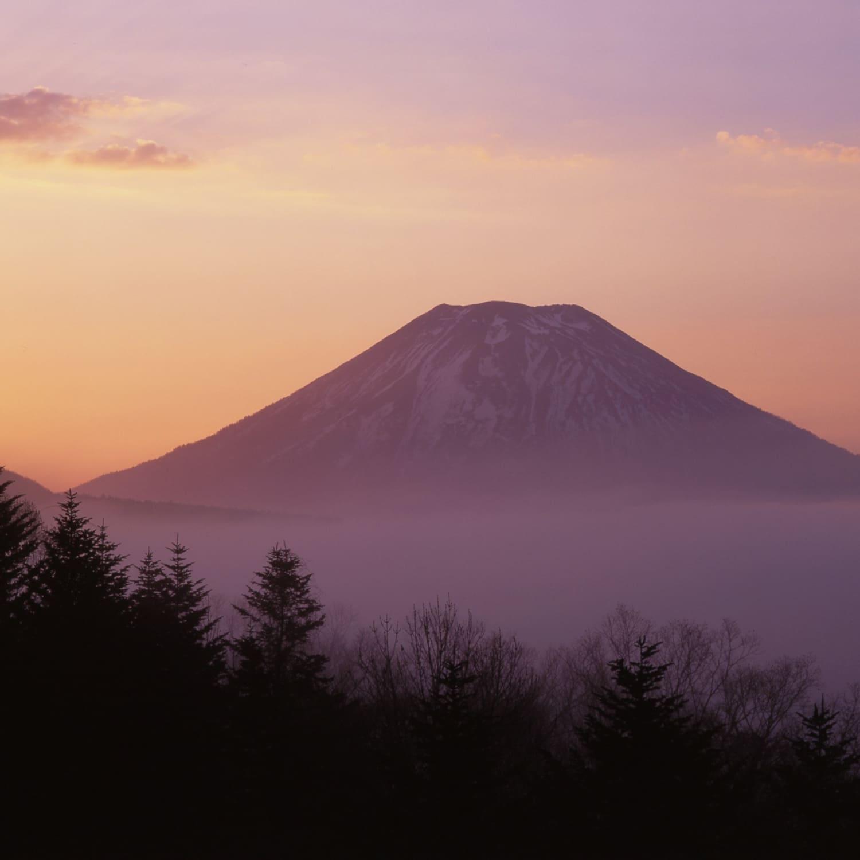 幻想的な羊蹄山