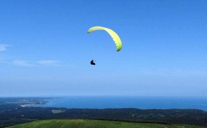 【男鹿寒風山でパラグライダー!!】パラグライダー遊覧飛行体験コース 4名様