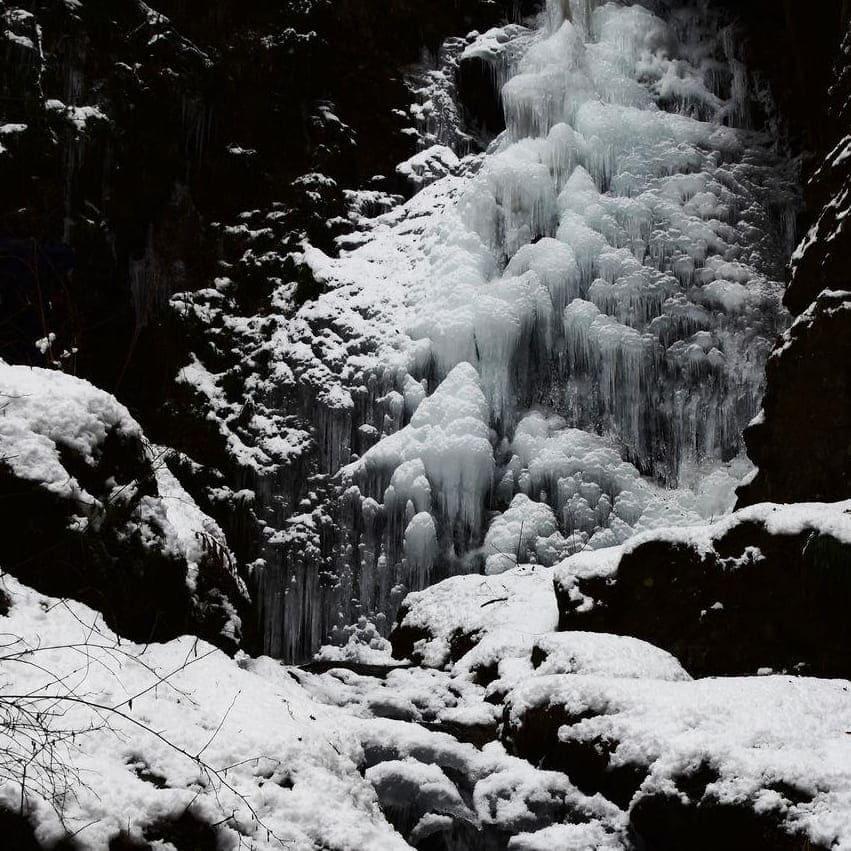 払沢の滝氷結