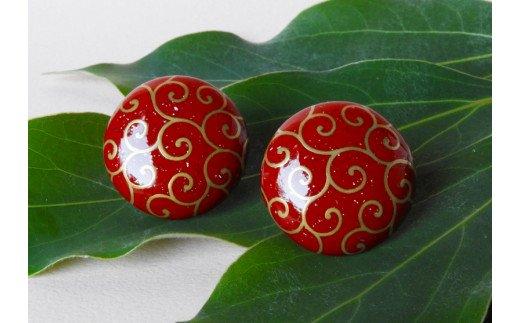 貝と蒔絵のイヤリング「唐草」(赤)