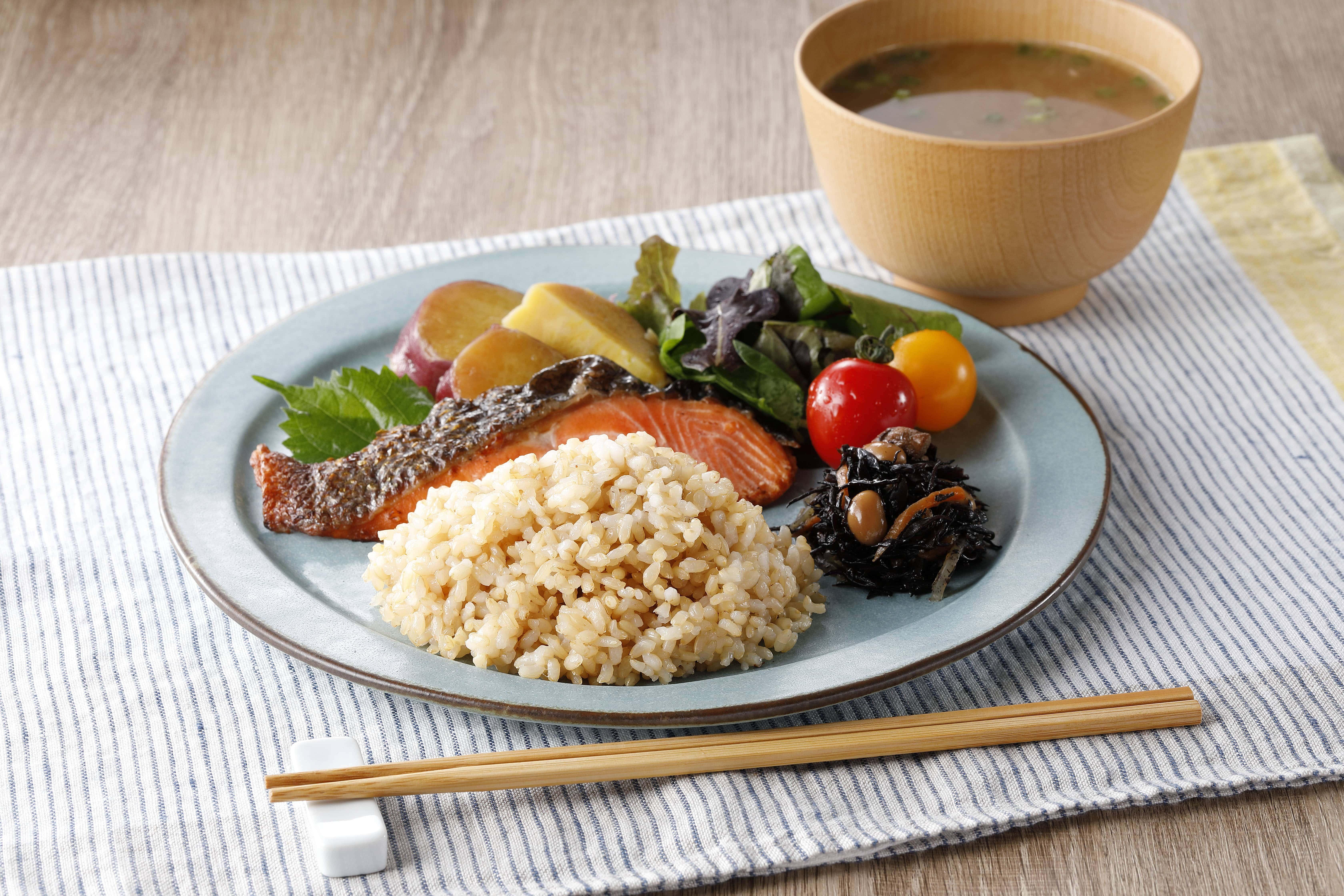 [A085] レンジで健康玄米!能登産「はくいブラウンライス」10個セット