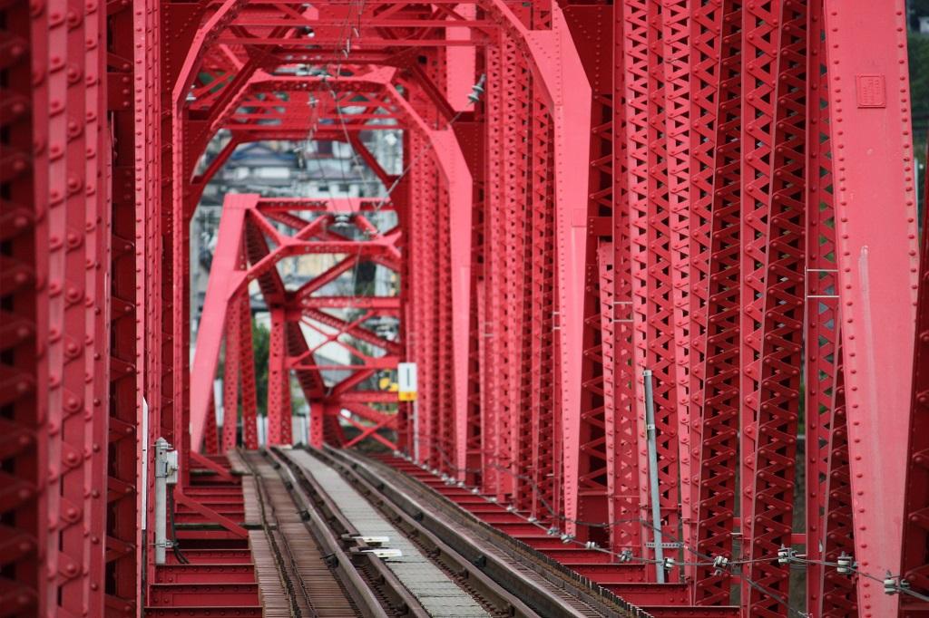 落橋した部品を加工した3点セットは、鉄道ファンにはたまらない貴重な逸品