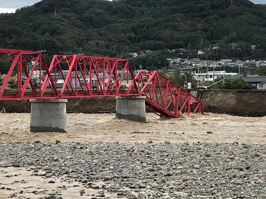 台風19号の被害により崩落した、別所線の赤い鉄橋