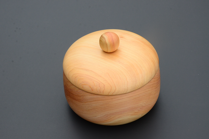 No.129 白川産樹齢250年の木材を使った器①