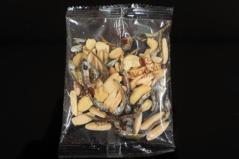 手軽に健康習慣 小分けのこざかなアーモンド カシューナッツ入り 560g(16gx35袋) H059-037