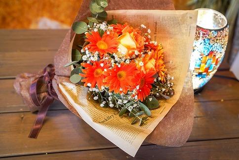 【フラワーバレンタイン】碧南市のガーベラを使った花束 色を選べます H092-014