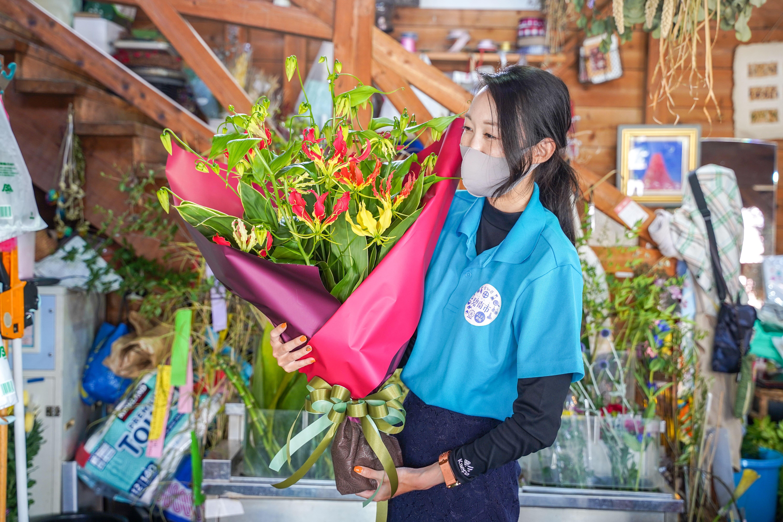 【栄光・情熱の花】グロリオサの花束 H092-021