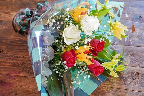 【卒業・卒園ギフト】子どもに人気!和柄の花束(バラ・グロリオサ) 別送可能 H092-016