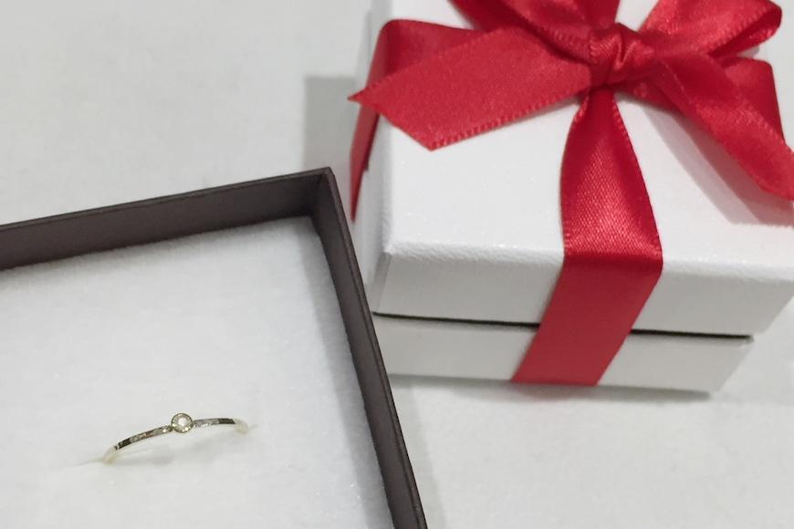 【プレゼント包装付き】誕生石リング(K18)