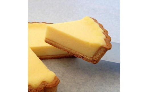 養鶏所直送のコーチン卵を使ったクレーム・ブリュレとベイクドチーズケーキセット