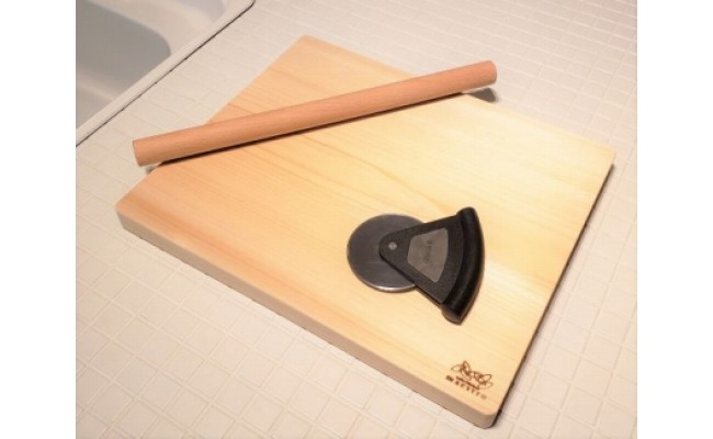 AA6012_手作りパン・ピザ・お菓子作りに最適!家具職人が造る紀州ヒノキ(一枚板)の木製ボード&めん棒&ピザカッター