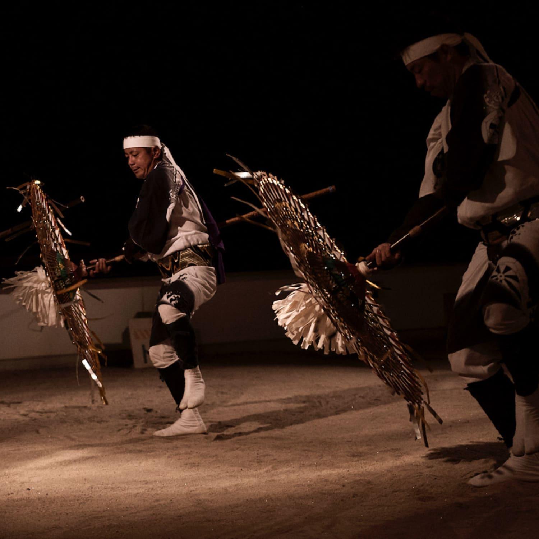 伝統の貝田傘踊り