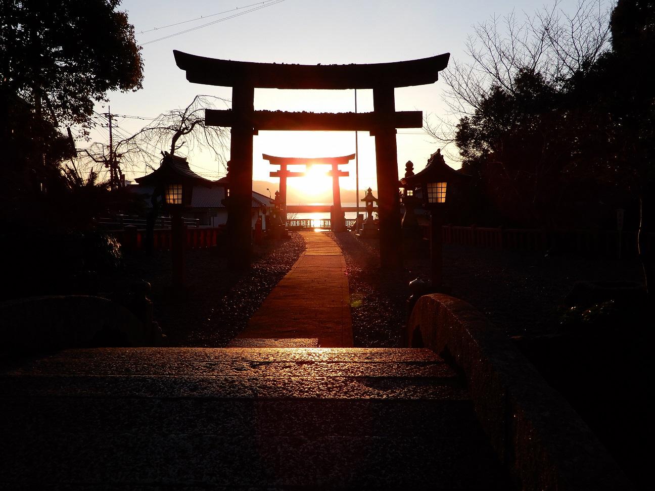 世界文化遺産・宗像大社中津宮の光の道(朝日)