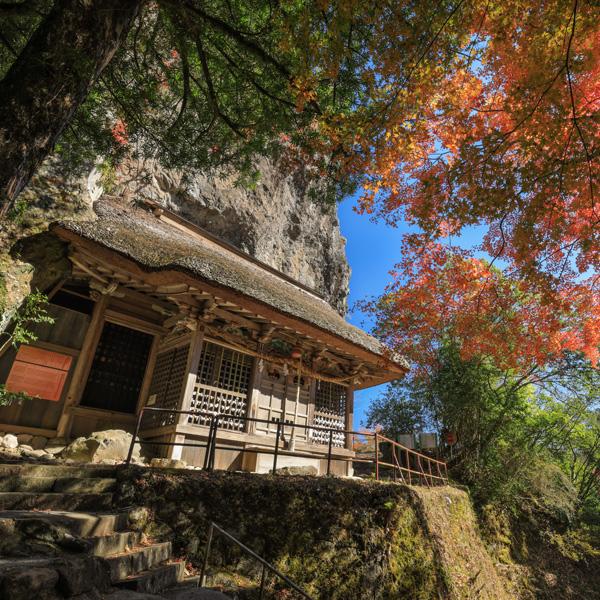 紅葉の岩屋神社