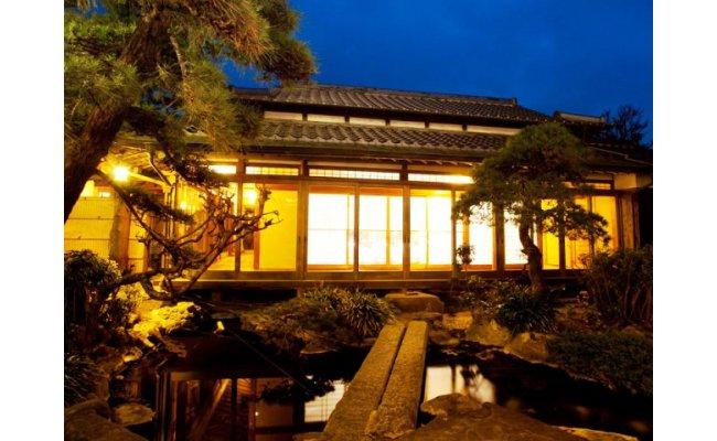 大正浪漫あふれる癒しの宿「海喜荘」ペア宿泊券/松コース