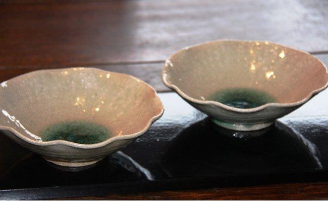 深い緑色が人気の花びら鉢(2枚セット)・通